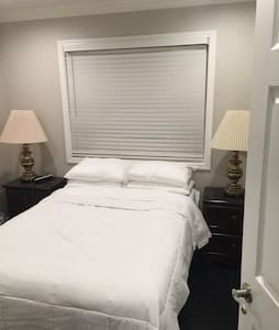 Clean private bedroom  and shared bathroom - San Jose - Casa