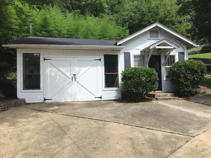 The Carriage House -  2 Mins from Downtown