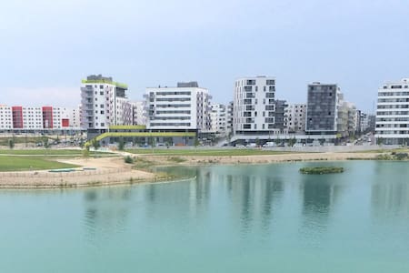 Modern apartment with lake view close to the metro - Vienna
