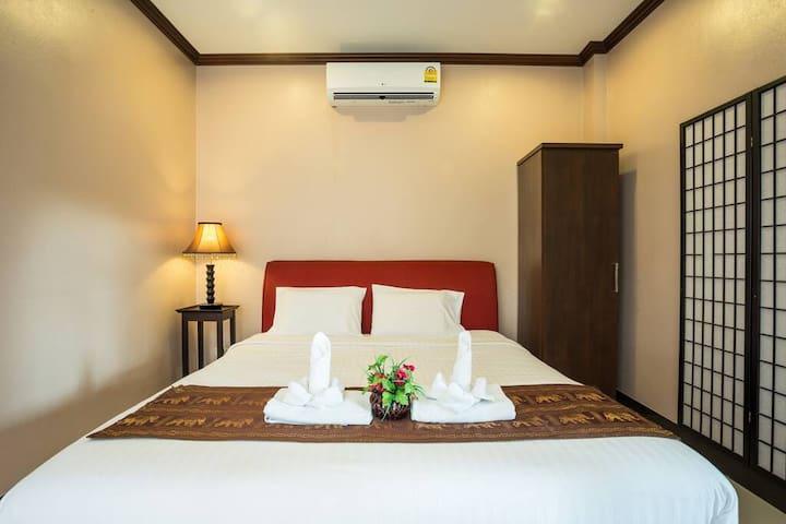 Kata Beachwalk Hotel Deluxe Room SB FF