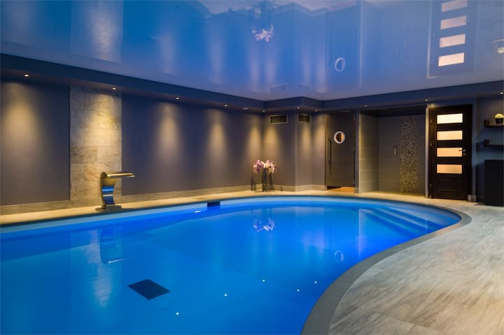 Nuitée détente  avec spa et piscine - Gondecourt - Bed & Breakfast