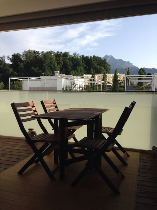 View from balcony (Mt Pilatus) - dining outside on balcony with great view / バルコニーからの眺め(Pilatus山)