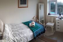 Single bedroom, close to town centre