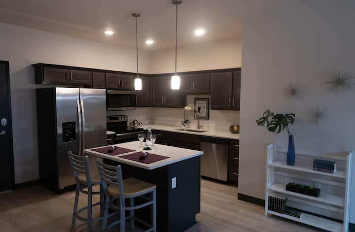 2 BR Apartment in Heart of Iowa City! Enjoy!