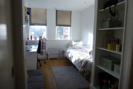 Ensuite room rent for one month - Norwich - Dormitório