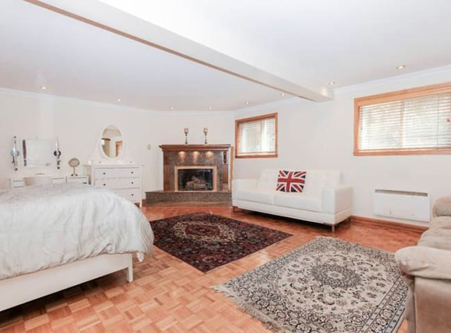 Charming  space💃🏻 near downtown with free parking👌
