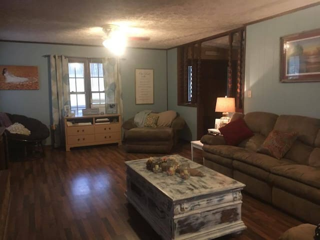 Cozy Little Masters Getaway - North Augusta - Talo