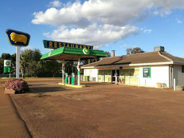 Kondinin Roadhouse Motel (last stop b4 WAVE ROCK)