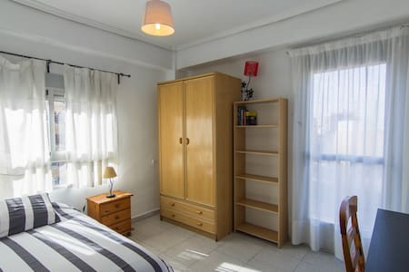 Large private room - València - Daire