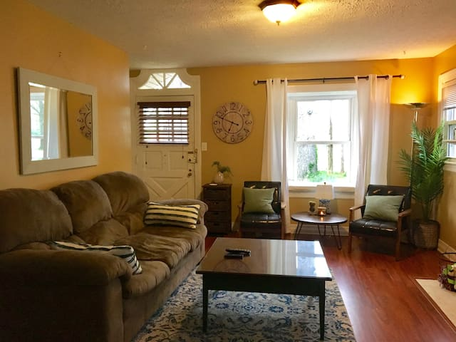 DERBY HOUSE - Entire First Floor! - Louisville - Haus