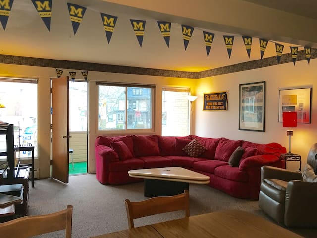 College Style 2 Bedroom Apartment