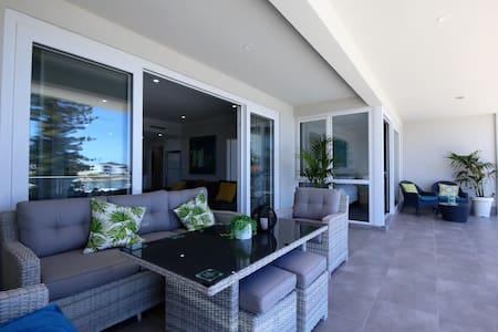Marina Views Luxury Apartment @ Boardwalk Apts - Mindarie - Daire