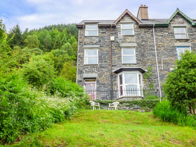 1 ISYGRAIG, pet friendly, with a garden in Corris, Ref 937400