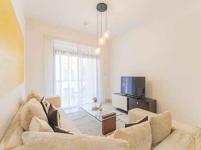 1BR Superb Location Reehan Old Town
