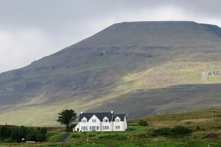 The Pink-Footed Goose B&B on Skye (Waternish Room)