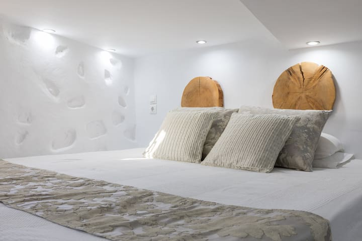 Budget Room for 1-2 in Mykonos with shared pool.