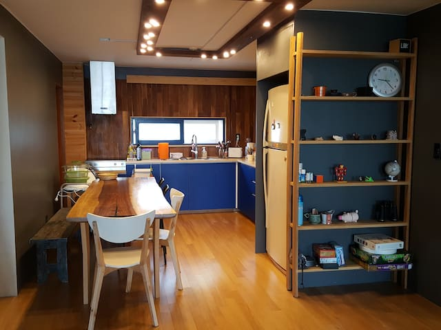 Lovely Apartment in Yeonhui-dong