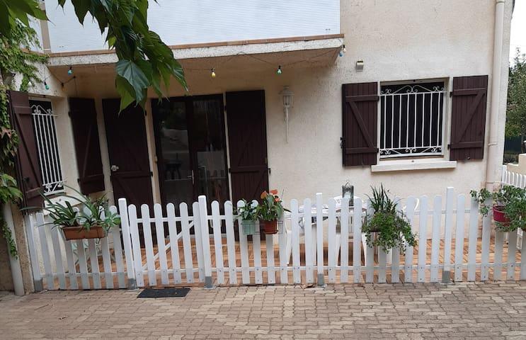 Guest House dans écrin de verdure - Proche Plage