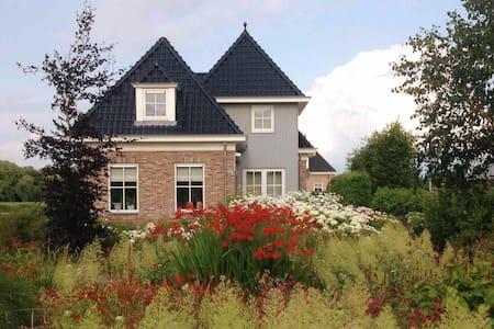 Mooie kamer #2 met woonkeuken bij IJsselmeer