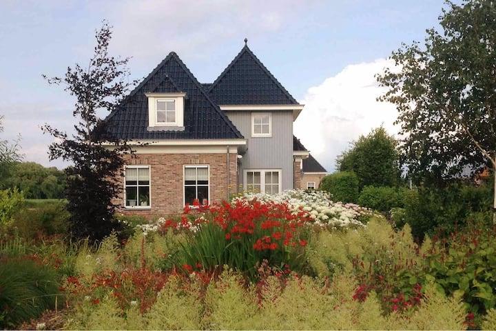 Lake room met woonkeuken bij IJsselmeer