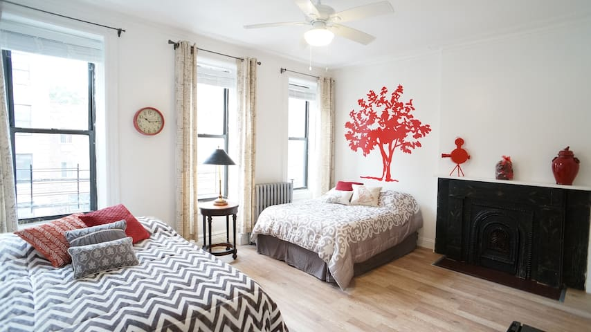 Heart suite in beautiful, modern townhouse - Бронкс - Таунхаус