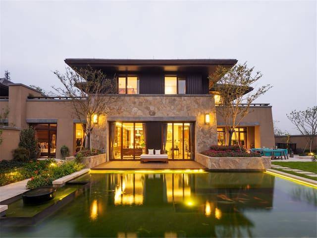近海边-亚龙湾雅致独栋三居私家泳池别墅-可做饭-三晚接机