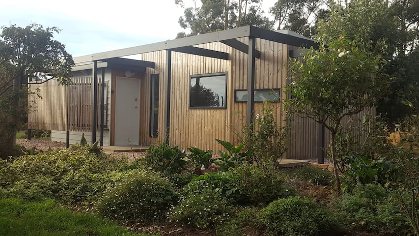 """Kurrawa""  a bespoke, comfortable, quiet, get away"