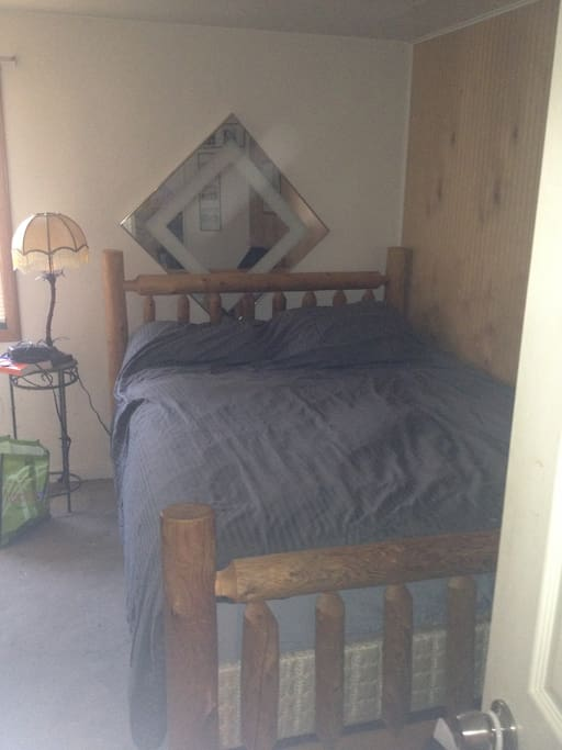 Queen Bed Plus second room with single bed