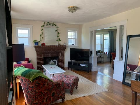 Cozy furnished room close to public transit!