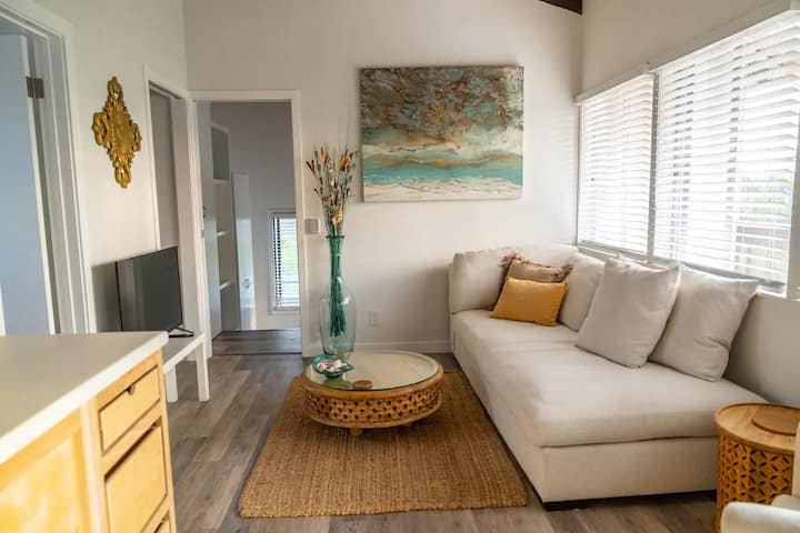 Beach Bungalow - Encinitas Beach Retreat - Mins to Moonlight Beach