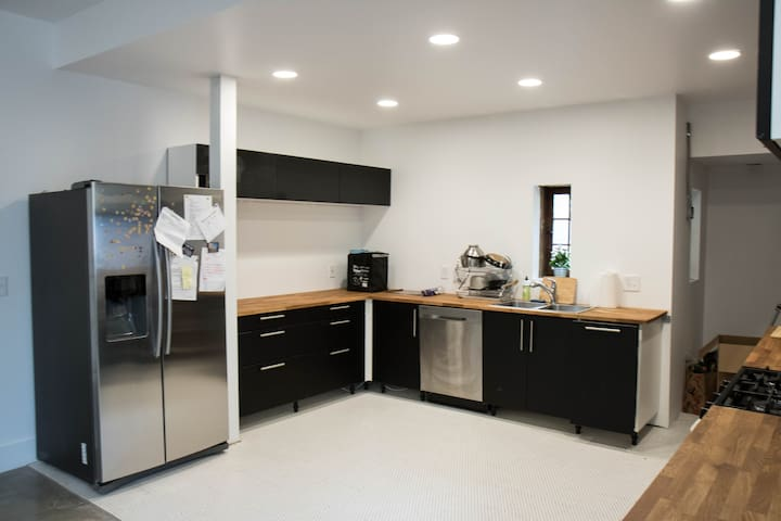 Newly Renovated Space LRG 1BR in 3BR apt