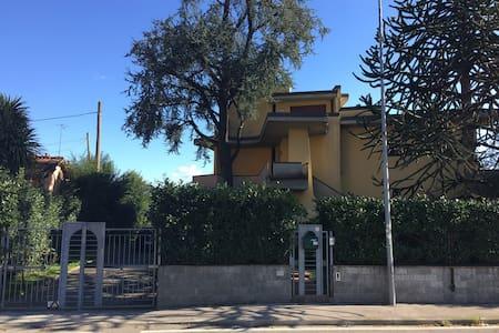 Appartamento in villa con giardino - Agliana - 별장/타운하우스