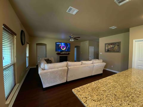 New Home 5min from Killeen airport, 2nd Bedroom