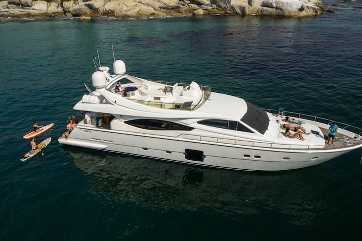Luxury Private Motor Yacht Stay, V&A Waterfront