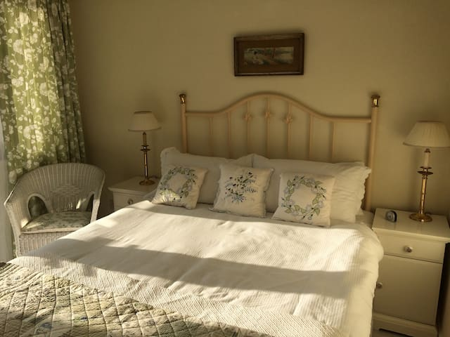 Charming rustic styled private double room - Groomsport
