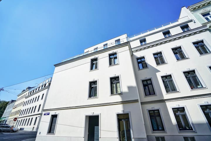 Modern apartment meets classic Viennese ❤️ style