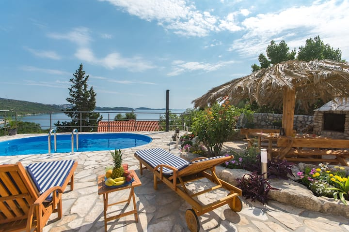 Svagusa Holiday House with  Pool