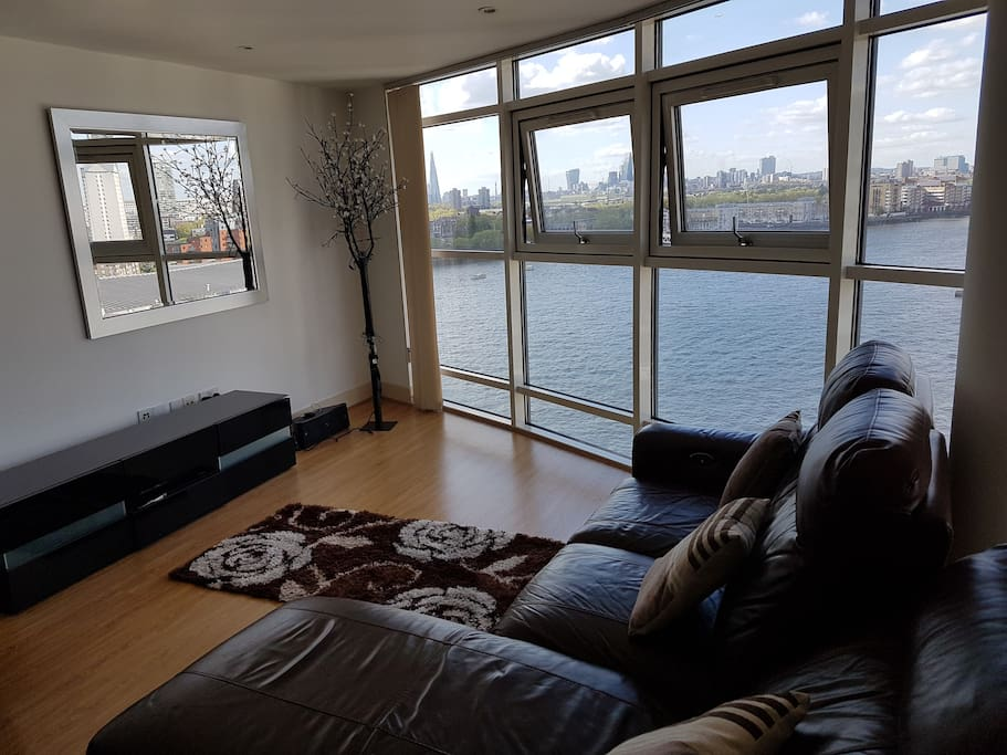 Living Room, views of City and Canary Wharf