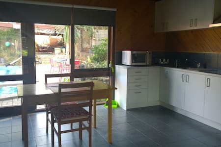 Private Peacful, large space, swimming pool,dvds - Frankston South - Huoneisto