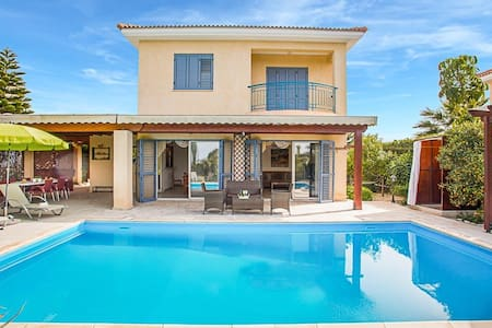 Helena 3 bedroom villa