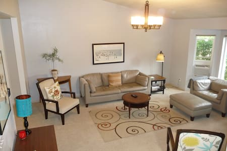 Private S. Hill 2bd-2bath home 15 min to downtown