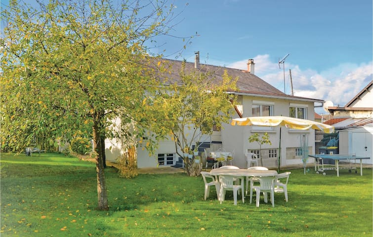 Holiday cottage with 2 bedrooms on 90m² in Athis Mons