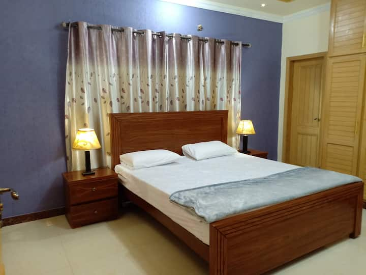 Room in The Family Den - Bahria Town
