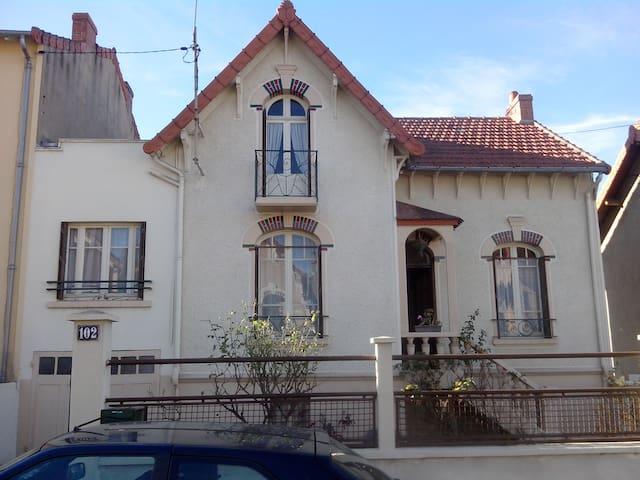 Chambre sympa à Montluçon - Montluçon - Huis