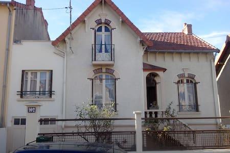 Chambre sympa à Montluçon - Montluçon - บ้าน