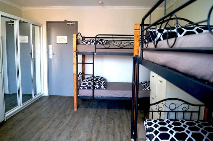 Rooftop Travellers Lodge - Room 3