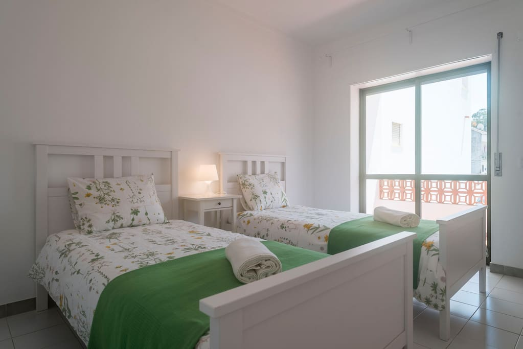 apartamento familiar como novo wifi e netflix. Black Bedroom Furniture Sets. Home Design Ideas