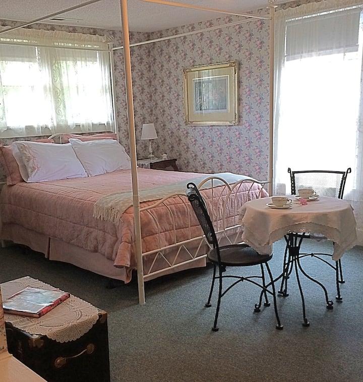 Inn at Yadkin Creek B&B - The Garden Suite