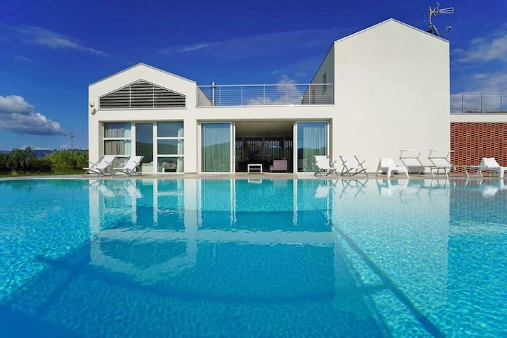 Ca' del Magra. Luxury, pool & relax.  Up to 14 pax