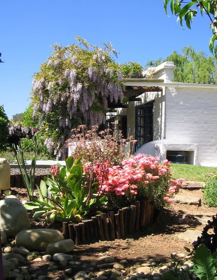 Cosy & Quaint Winelands Cottage